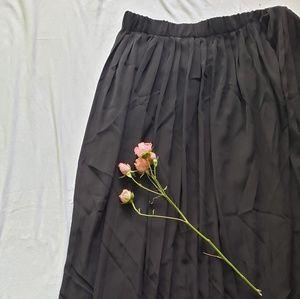 BR Black Pleated Skirt
